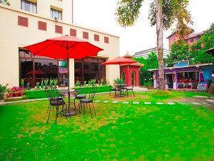 Grand Hotel - Kathmandu Kathmandu - Garden and Shopping Arcade