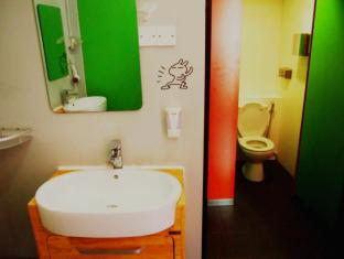 Woke Home Capsule Hostel Singapur - Baño