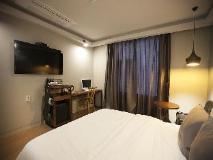 Feel Motel: guest room