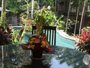 Villa Prana Shanti Bali - Swimming Pool