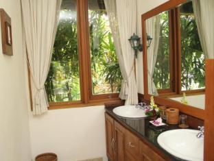 Villa Prana Shanti Bali - Bathroom