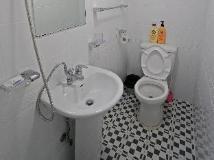Mr Egg Hostel Original: bathroom