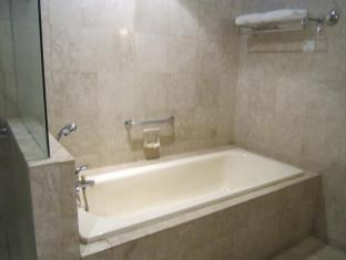 Service Suite at Times Square Kuala Lumpur - Bathroom