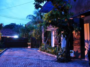Kamala Bed & Breakfast Jimbaran Bali - Parking in front of the room
