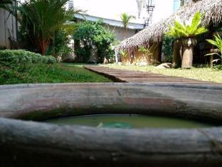 The Saffron Colombo - Garden