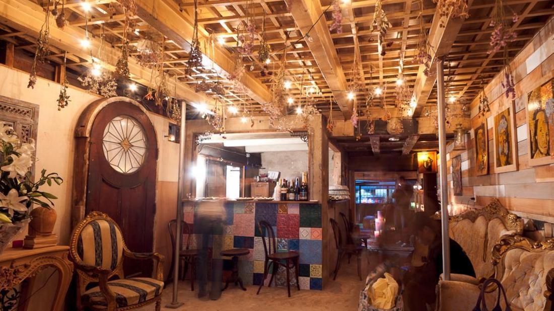 Pan and Circus Hotel ()