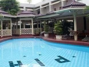 Pardede International Hotel Medan - Schwimmbad