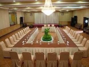Pardede International Hotel Medan - Kokoushuone