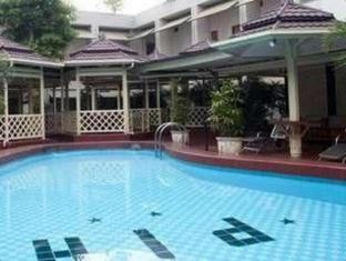 Pardede International Hotel Medan - Swimmingpool