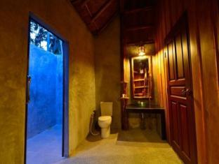 Thiwson Beach Resort Phuket - Bathroom