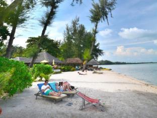 Thiwson Beach Resort Phuket - Beach