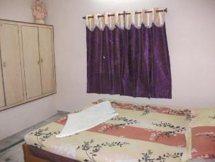 PG On Ganges Hotel