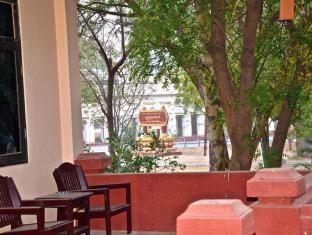 Aung Mingalar Hotel Bagan - Shwe Zi Gon Pagoda Entrance