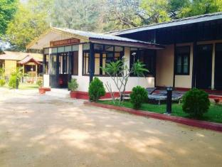 Aung Mingalar Hotel Bagan - Hotel Entrance