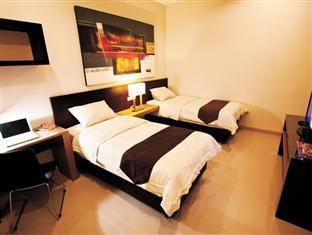 H.O.M.E Guest House Surabaya - Deluxe Twin