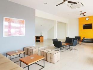 H.O.M.E Guest House Surabaya - Third Floor Lobby Area