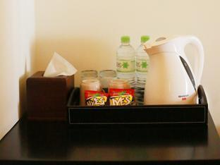 H.O.M.E Guest House Surabaya - Snacks in Family Room