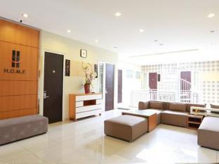 H.O.M.E Guest House Surabaya - Second Floor Lobby Area