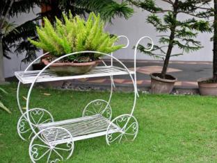 Chateau Veronica Apartelle Davao City - Garden