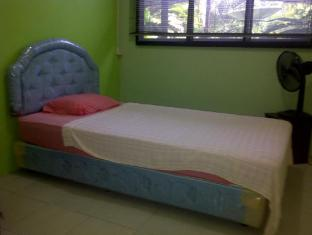 Airport Guest House Kuching - Single Room With Air-Condition