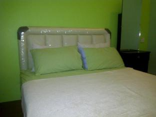 Airport Guest House Kuching - Double Room With Air Cond
