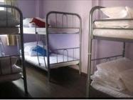 1 łóżko w dormitorium z 6 łóżkami (kobiety)