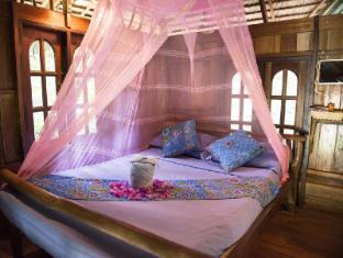Sabai Corner Bungalows Phuket - family bungalow bedroom