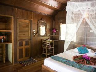 Sabai Corner Bungalows Phuket - seafront bungalow bedroom