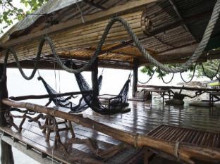 Sabai Corner Bungalows Phuket - cocktail bar by the sea