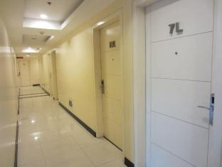 The Exchange Regency Residence Hotel Manila - Hallways