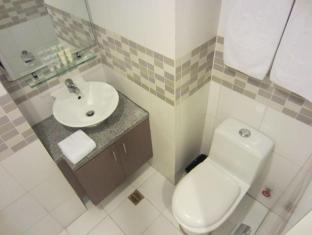 The Exchange Regency Residence Hotel Manila - Bathroom