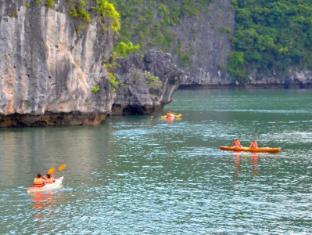 Halong Fantasea Cruise Halong - Kayaking