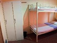 1 מיטה בחדר אכסניה שבו 4 מיטות (גברים בלבד)