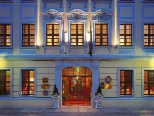 /fi-fi/romantik-hotel-bulow-residenz/hotel/dresden-de.html?asq=vrkGgIUsL%2bbahMd1T3QaFc8vtOD6pz9C2Mlrix6aGww%3d