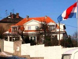 /cs-cz/stella-apartment-above-the-castle/hotel/bratislava-sk.html?asq=5VS4rPxIcpCoBEKGzfKvtE3U12NCtIguGg1udxEzJ7nKoSXSzqDre7DZrlmrznfMA1S2ZMphj6F1PaYRbYph8ZwRwxc6mmrXcYNM8lsQlbU%3d