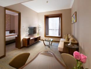 Rosedale Hotel Hong Kong Hong Kong - Deluxe Suite Living Room