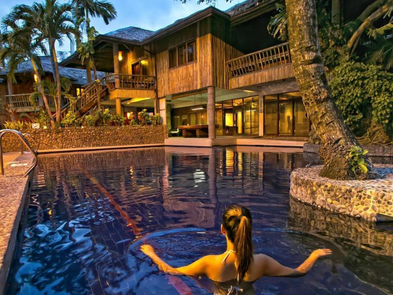 フライデイズ ボラカイ リゾーツ (Fridays Boracay Resort)
