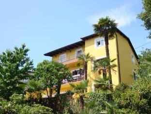 /apartments-and-rooms-vila-irma/hotel/opatija-hr.html?asq=jGXBHFvRg5Z51Emf%2fbXG4w%3d%3d