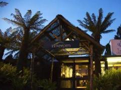 Tullah Lakeside Lodge   Australia Hotels Tullah