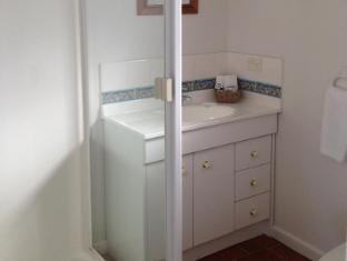 Wytonia Beachfront Accommodation Port Fairy - Bathroom