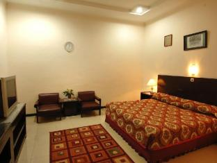 Cherry Red Hotel Medan - Standard Double Bed