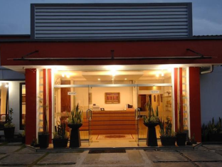 Cherry Red Hotel Medan - Exterior