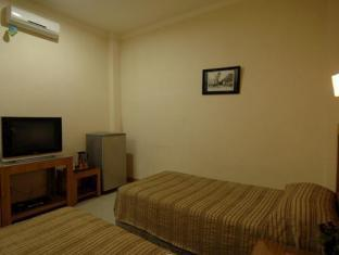 Cherry Red Hotel Medan - Standard Twin Bed