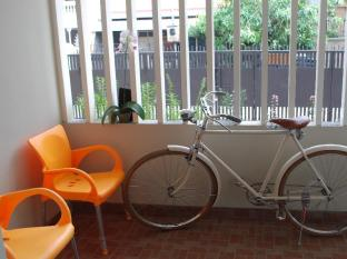 IKIRU to live Hotel Surabaya - Front Terrace