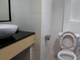 Telang Usan Hotel Kuching Kuching - Bathroom