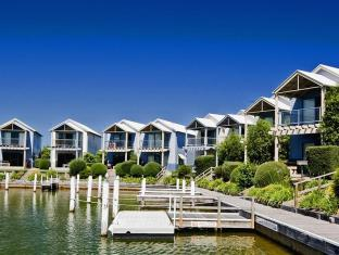 /captains-cove-waterfront-apartments/hotel/forge-creek-au.html?asq=jGXBHFvRg5Z51Emf%2fbXG4w%3d%3d