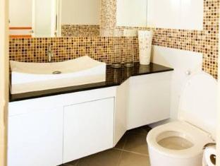 R-Con Blue Ocean Hotel Pattaya - Bathroom