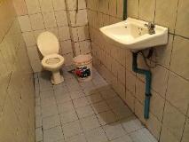 Sisombat Guest House: bathroom