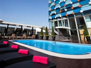 GLOW Pratunam Hotel Bangkok - Swimming Pool