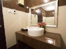 Hoong Thip Hotel: bathroom